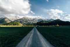 埃申洛黑驾驶春天的巴伐利亚路 库存图片