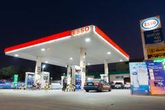 埃索石油在清早时间的加油站 图库摄影