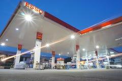 埃索石油在清早时间的加油站 免版税图库摄影