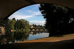 维埃纳河,中世纪桥梁孔福朗,法国看法  库存照片