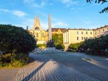 埃莫与两个现代尖刻的塔的修道院Na Slovanech,亦称Emauzy,布拉格,捷克 库存图片