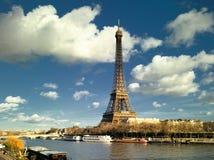 埃菲尔・巴黎河围网塔 库存图片