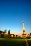 埃菲尔・法国巴黎日落塔 免版税库存照片