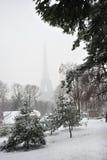 埃菲尔・法国巴黎雪风暴塔冬天 免版税库存照片