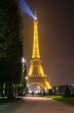 埃菲尔晚上塔 免版税图库摄影