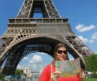 埃菲尔最近的浏览turist 免版税库存图片