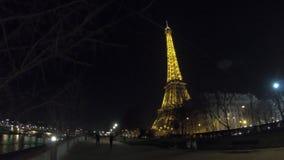 埃菲尔铁塔在巴黎在晚上 股票录像