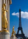 埃菲尔镀金了雕象塔 库存照片