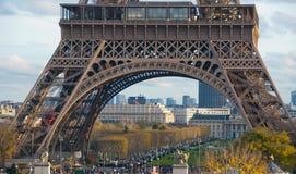 埃菲尔面向图象的巴黎塔向上视图 免版税库存图片