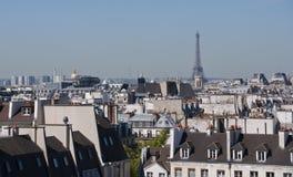 埃菲尔・欧洲法国阴暗巴黎顶房顶天空塔 图库摄影