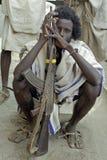 埃赛俄比亚的人画象有卡拉什尼科夫的 库存图片