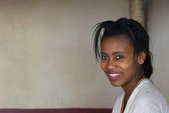 埃赛俄比亚的种族的微笑的小姐 免版税库存照片