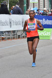 米兰市2013年马拉松妇女赛跑者 库存照片