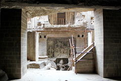 埃洛拉石窟,古老石头被雕刻的Kailasa寺庙废墟,不使16,印度陷下 免版税库存图片