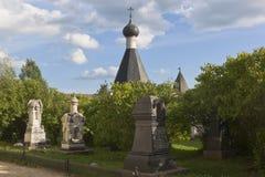 埋葬客商镇Kirillov (19世纪) Kirillo-Belozersky修道院疆土的  图库摄影