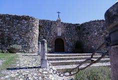 城堡、场面和白色村庄特点安达卢西亚 库存照片