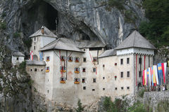城堡中世纪predjama 库存图片