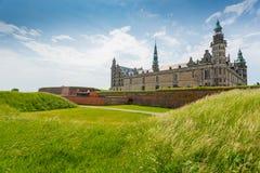 城堡丹麦小村庄赫尔新哥kronborg传奇安排 免版税图库摄影