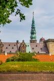 城堡丹麦小村庄赫尔新哥kronborg传奇安排 免版税库存照片