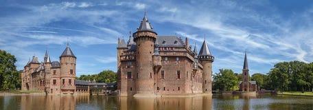 城堡位于Haarzuilens的德哈尔的全景,荷兰 免版税库存图片