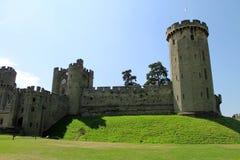 城堡入口和塔楼 免版税库存照片