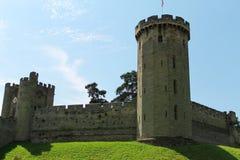 城堡入口和塔楼 免版税库存图片