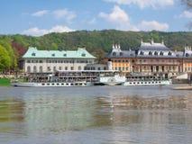 城堡前老pillnitz河船 免版税库存图片