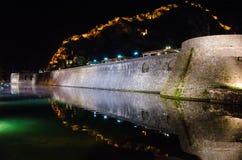 城堡反射在晚上 库存图片