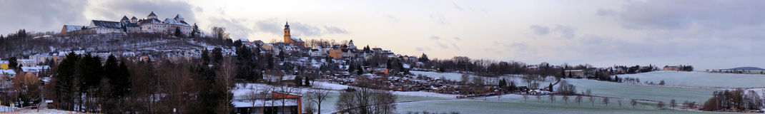 城堡和一个镇Erzgebirge的 库存照片