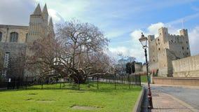 城堡和大教堂的看法在罗切斯特 库存图片