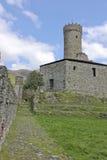 城堡和它的墙壁 免版税库存图片