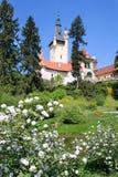 城堡和庭院在布拉格,捷克共和国附近的Pruhonice 库存图片