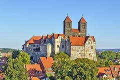 城堡和教会,奎德林堡,德国 免版税图库摄影