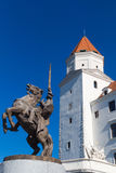 城堡国王Svatopluk和雕象在布拉索夫,斯洛伐克 免版税图库摄影