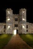 城堡在与门空缺数目的晚上 库存照片