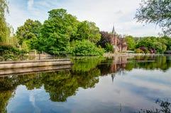 城堡在公园 免版税库存照片