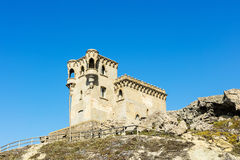 城堡在塔里法角,西班牙镇  免版税图库摄影