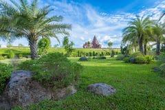 城堡在幸福庭院里  库存图片