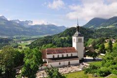 城堡在瑞士附近的教会格律耶尔 库存图片