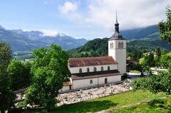 城堡在瑞士附近的教会格律耶尔 免版税图库摄影