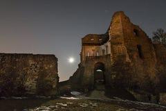 城堡在雷根斯堡,德国附近破坏多瑙斯陶夫 图库摄影