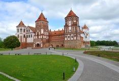 城堡在Mir村庄  库存图片