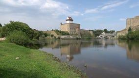 城堡埃尔曼,晴朗的威严的天的看法 纳尔瓦,爱沙尼亚 影视素材