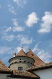 城堡堡垒与蓝天的波儿地克的Jidvei 免版税图库摄影
