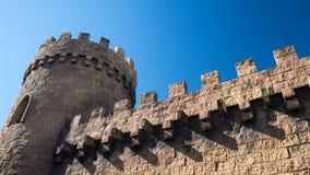 城堡塔和墙壁 免版税图库摄影