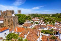 城堡塔楼塔墙壁桔子顶房顶Obidos葡萄牙 免版税库存照片