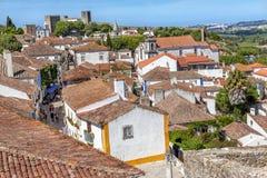 城堡塔楼塔墙壁桔子顶房顶Obidos葡萄牙 库存照片