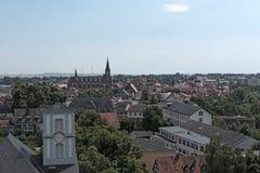 从城堡塔的看法到城市弗里德贝格,黑森,德国 免版税库存图片
