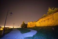 城堡墙壁在晚上 库存图片