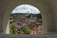 从城堡墙壁的ÄŒeskà ½ Krumlov,捷克 免版税库存照片